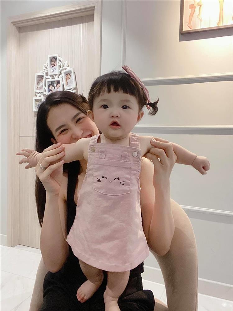 Con gai Dong Nhi an pho mai ma tuong... dap mat na-Hinh-6