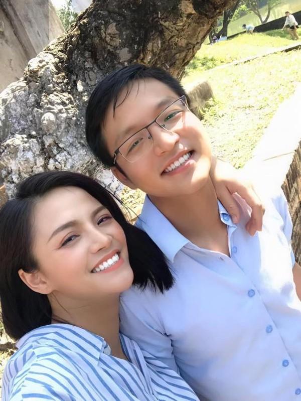 """Em trai ngoai doi that cua Khanh Thy """"Huong vi tinh than"""": Cuc pham"""