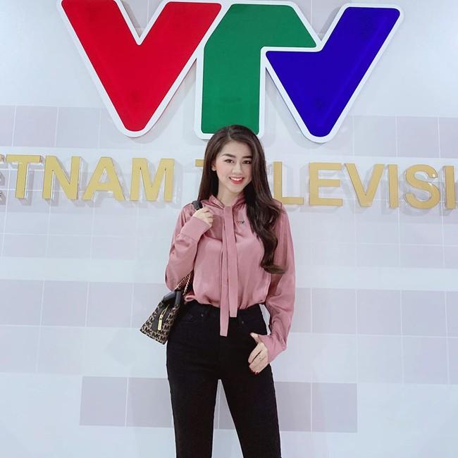 Lo anh doi thuong dep bat chap cua nu MC the thao VTV-Hinh-5