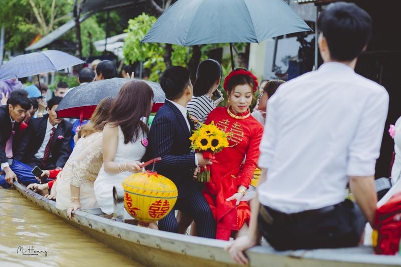 Dam cuoi mua mua lu o Hue, ruoc dau bang moi phuong tien-Hinh-10