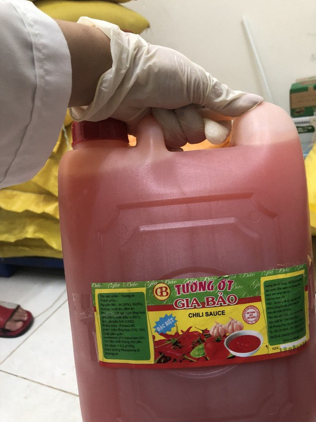 TP.HCM: Phu huynh bat khoc truoc bua an ban tru cua con lop 1-Hinh-6