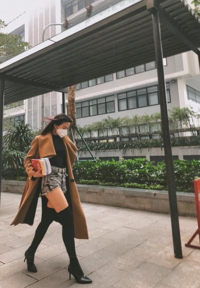 Ban gai tin don Van Hau khoe chan dai thang tap nhin ma me-Hinh-11
