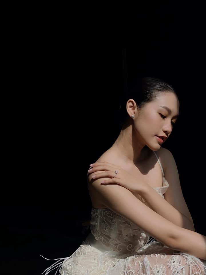 Ban gai tin don Van Hau khoe chan dai thang tap nhin ma me-Hinh-12