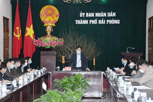 "Hai Phong ""goi"" nu Giam doc ve huu tro lai lam ""thu linh"" chong dich"