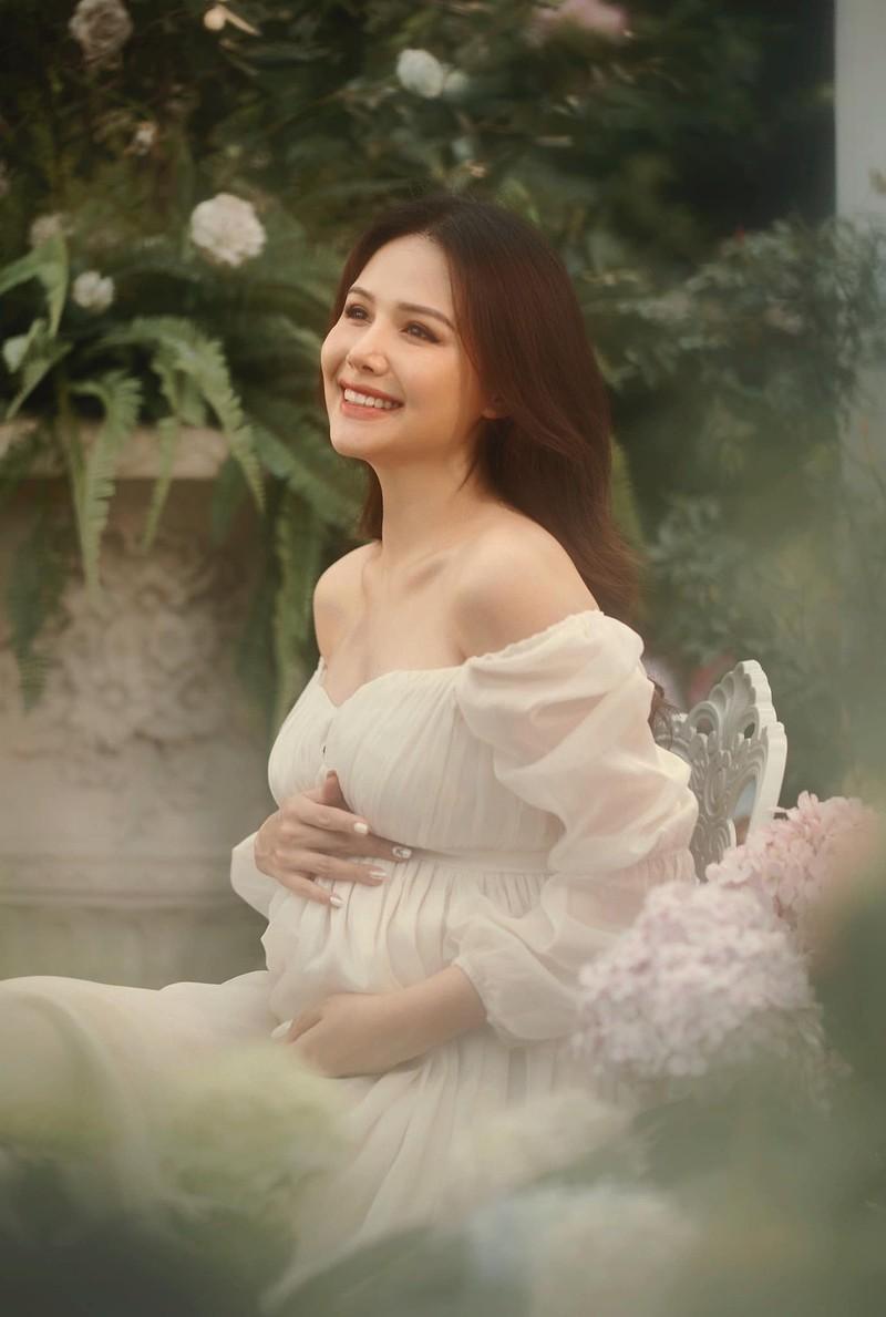 Thong bao mang thai, vo thieu gia Cocobay khoe nhan sac dinh cao-Hinh-3