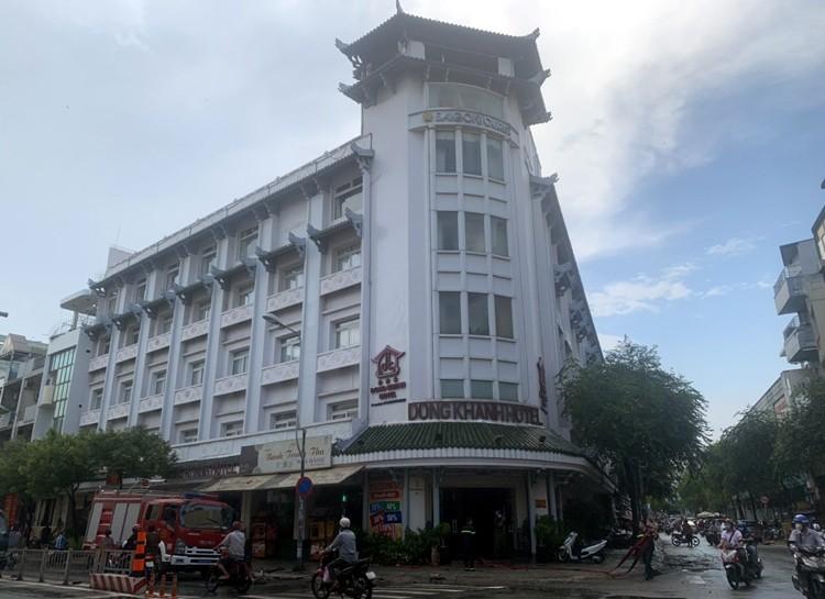 TP Ho Chi Minh: Mua lon khien cay do de nguoi di duong, chay khach san-Hinh-3