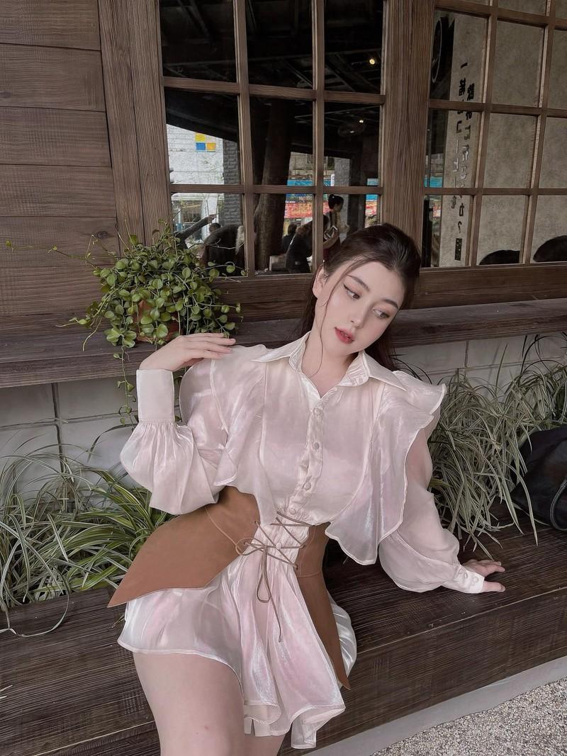 """Chuong phong cach """"chin ep"""", hot girl lai Viet - My quyen ru van phan-Hinh-7"""
