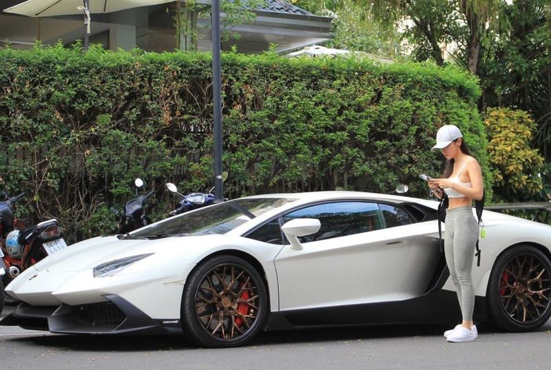 """Lai sieu xe di an com tam, nu rich kid khien netizen """"choang""""-Hinh-6"""
