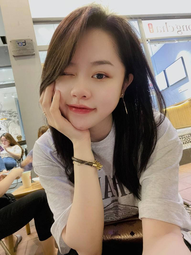 Dang clip 15s, ban gai cu Quang Hai khoe triet de body nong bong-Hinh-2