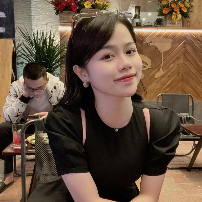Dang clip 15s, ban gai cu Quang Hai khoe triet de body nong bong