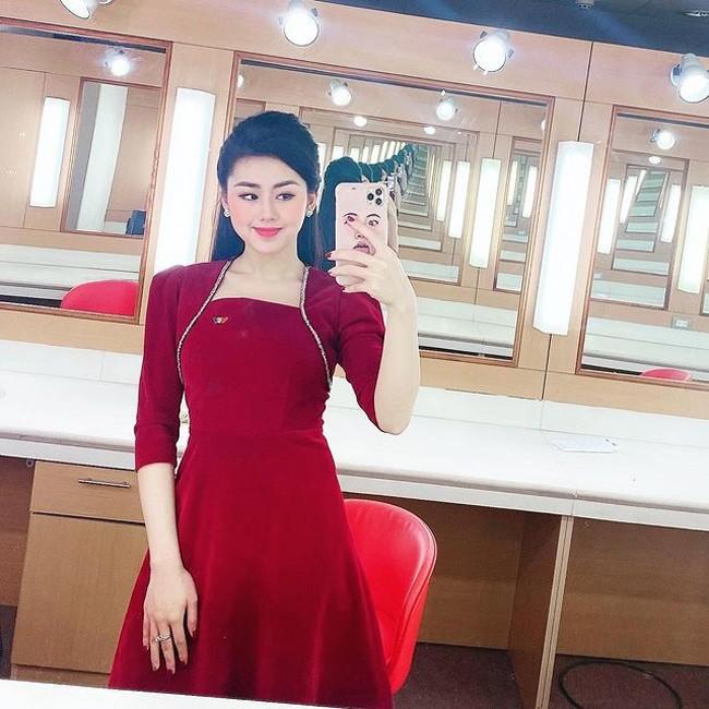 Nu MC VTV dan ban tin the thao xinh dep ngo ngang khi len song-Hinh-20