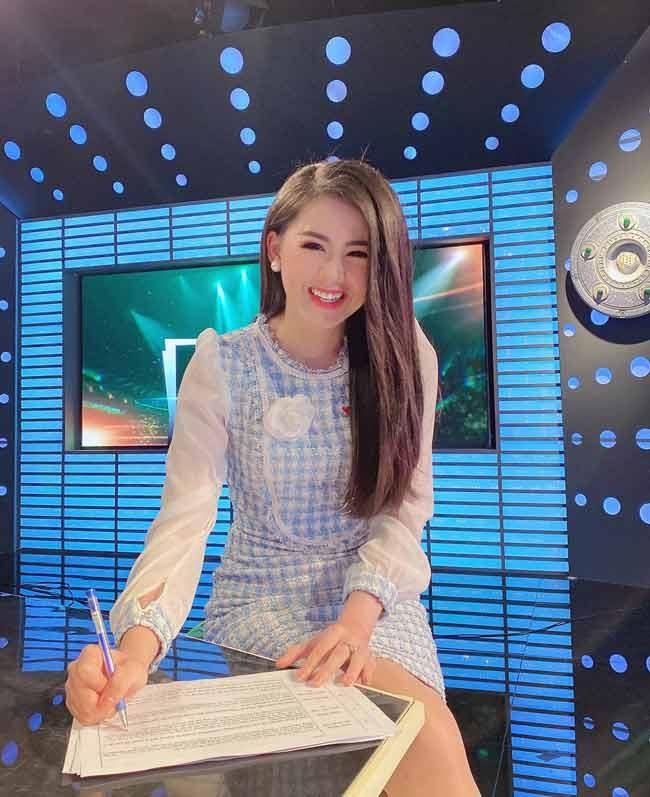 Nu MC VTV dan ban tin the thao xinh dep ngo ngang khi len song-Hinh-6