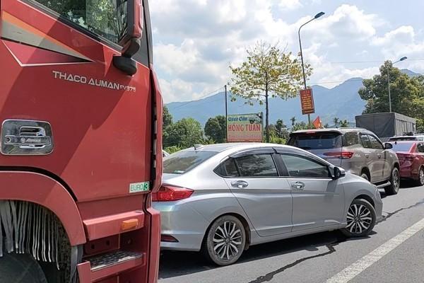 Video: Nghin xe xep kin deo ngoan ngoeo, mac vong nam cho len Da Lat-Hinh-4