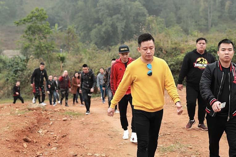 """Ca si Tuan Hung """"bat ngua"""" voi fan ung ho 1 dong chong dich-Hinh-2"""