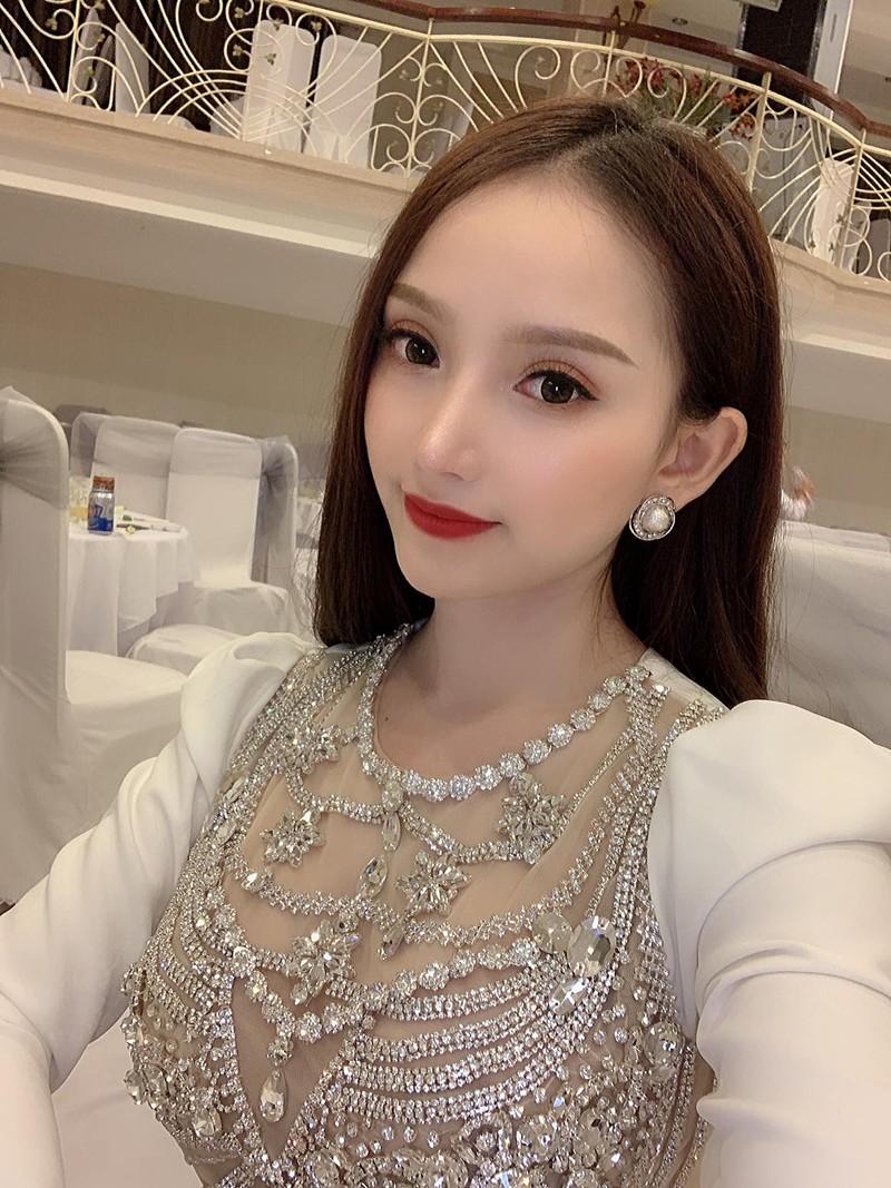 """Chia tay hau ve doi tuyen Viet Nam, hot girl nguc """"khung"""" nhuan sac-Hinh-12"""