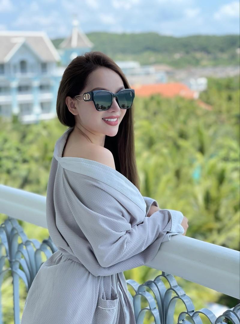 """Chia tay hau ve doi tuyen Viet Nam, hot girl nguc """"khung"""" nhuan sac-Hinh-7"""