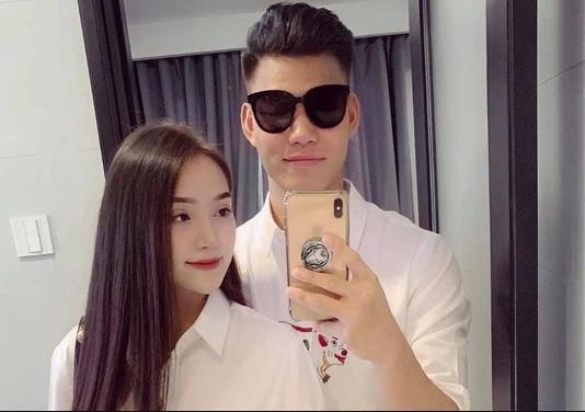 "Chia tay hau ve doi tuyen Viet Nam, hot girl nguc ""khung"" nhuan sac"