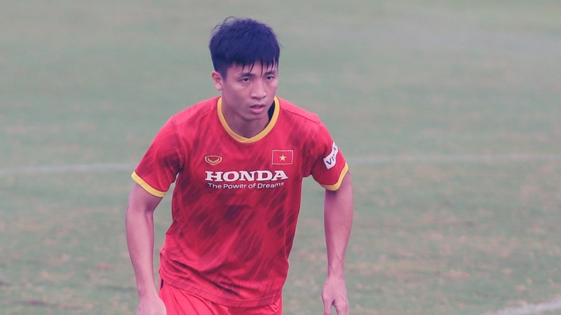 Thay Park nhan tin du: Tro cung Bui Tien Dung chan thuong