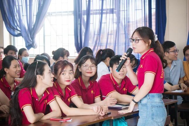 """Nu """"Sinh vien 5 tot"""" kiem bon tien nho sieu tieng Anh-Hinh-4"""