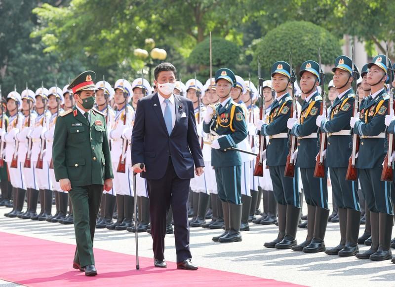 Dai tuong Phan Van Giang hoi dam voi bo truong Quoc phong Nhat Ban-Hinh-2