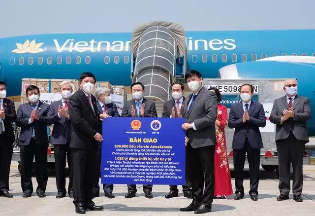 Them 200.000 lieu vac-xin Covid-19 AstraZeneca ve Viet Nam