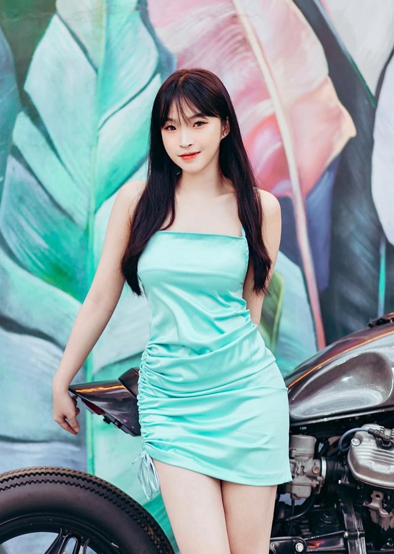 Noi tieng nho mac ao dai, gai xinh Viet xuat hien tren bao Trung-Hinh-10