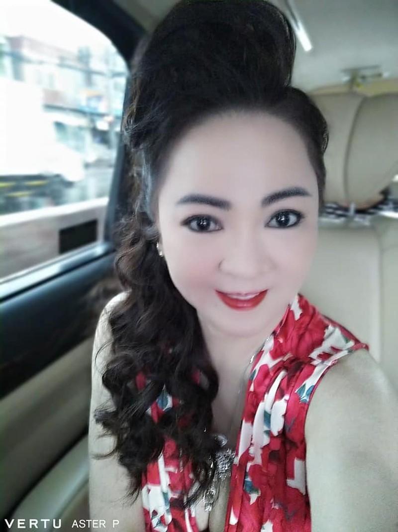 """Selfie tram cai nhu mot, ba Phuong Hang tung duoc """"cau IT"""" gop y-Hinh-3"""
