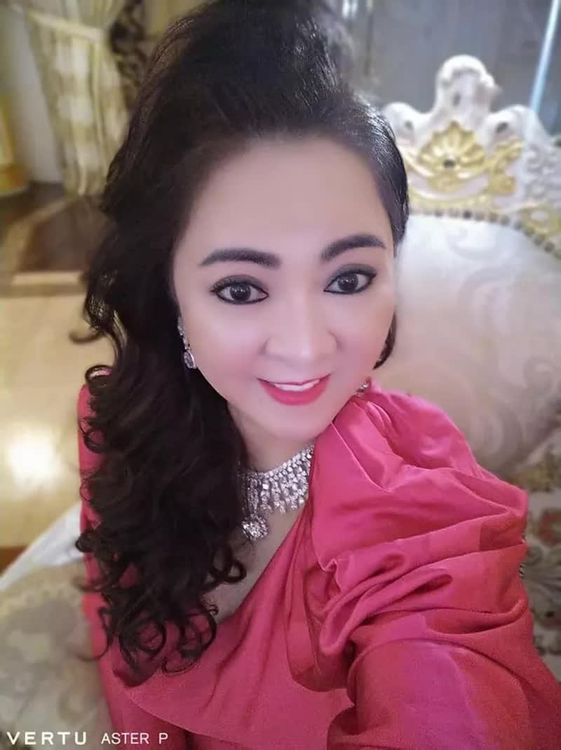 """Selfie tram cai nhu mot, ba Phuong Hang tung duoc """"cau IT"""" gop y-Hinh-6"""