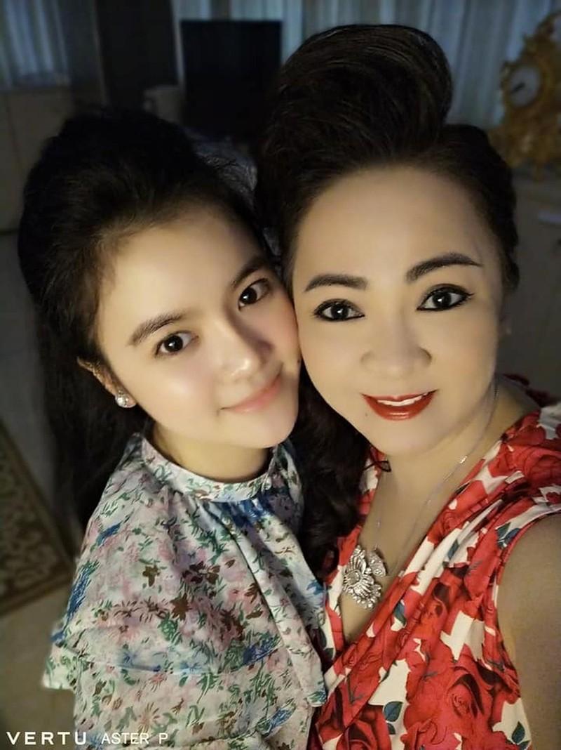 """Selfie tram cai nhu mot, ba Phuong Hang tung duoc """"cau IT"""" gop y-Hinh-7"""