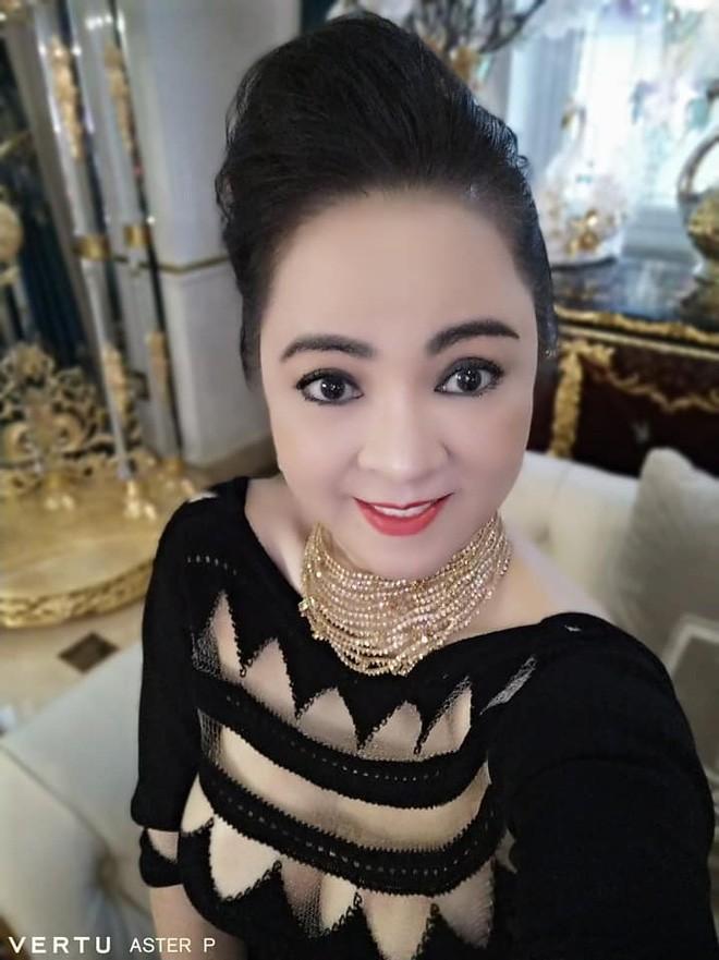 """Selfie tram cai nhu mot, ba Phuong Hang tung duoc """"cau IT"""" gop y-Hinh-9"""