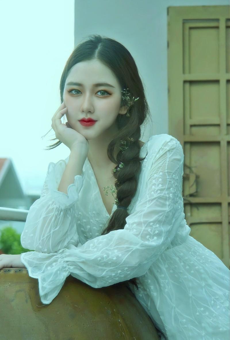 Lo danh tinh hot girl Sai thanh 16 tuoi khoe thu nhap tien ty-Hinh-4