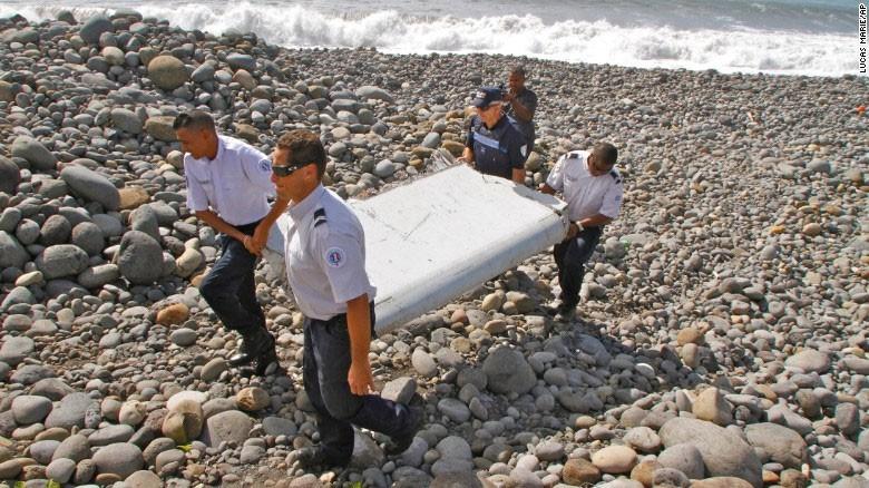 Dua manh vo nghi cua may bay MH370 toi Phap kiem tra