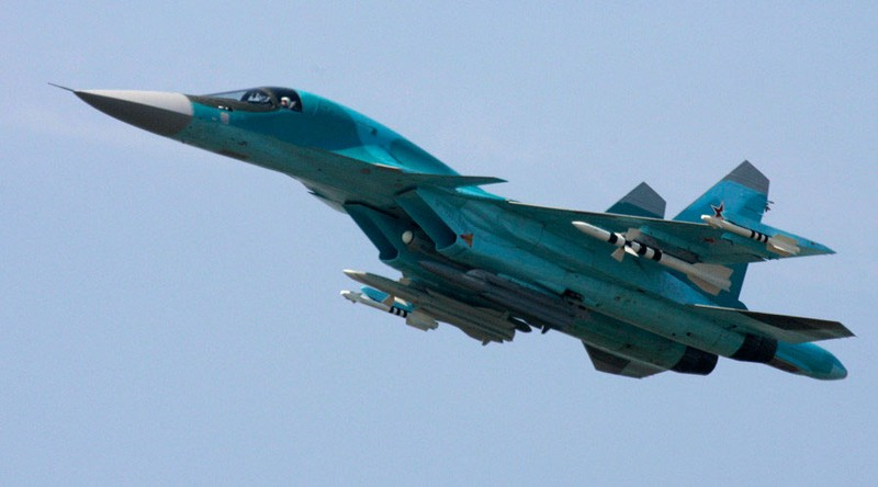 May bay Su-34 Nga danh IS lan dau trang bi ten lua