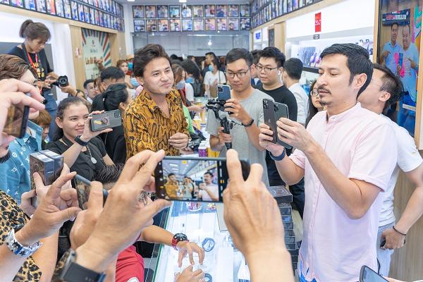 "Dan sao Viet ""chen nhau"" voi nguoi dan xep hang mua iPhone 12-Hinh-8"
