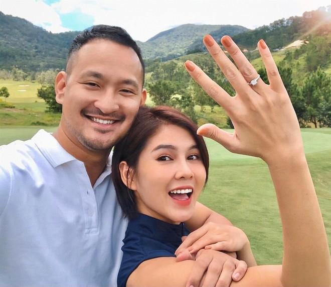 MC VTV chon chong: tu 'phi cong' showbiz den ong chu san golf-Hinh-2