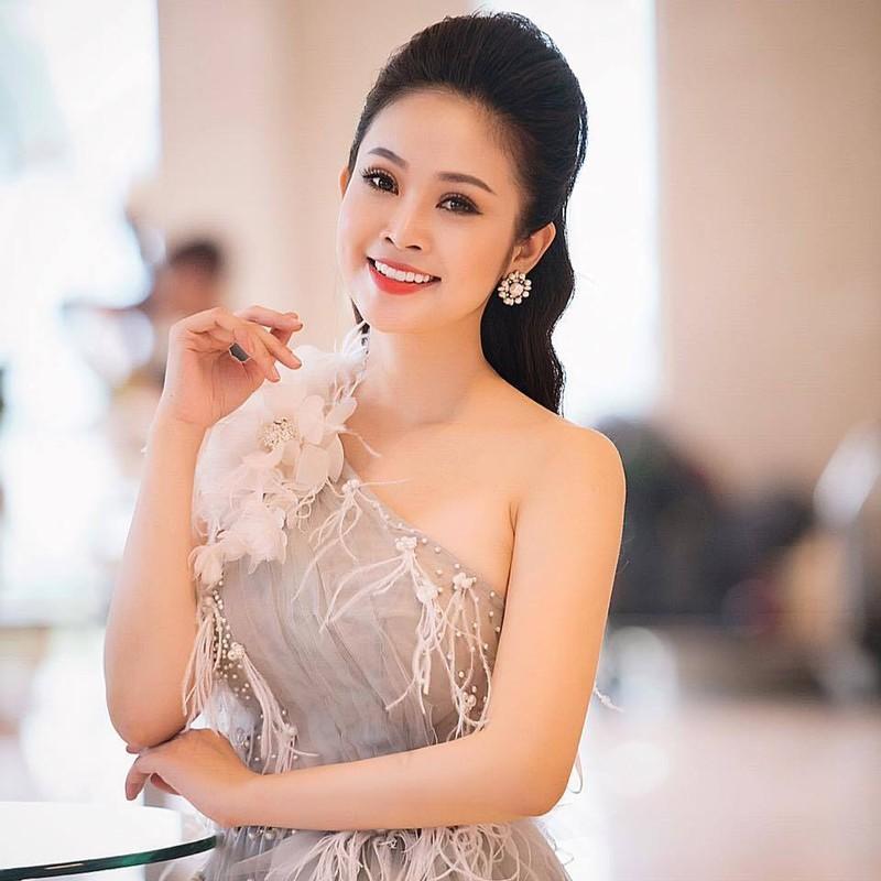 MC VTV chon chong: tu 'phi cong' showbiz den ong chu san golf-Hinh-5
