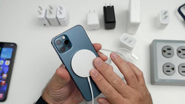 Apple huong dan nguoi mac benh tim dung iPhone 12 an toan