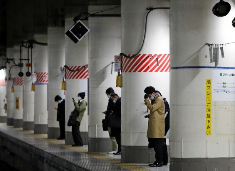 Nhat Ban tuyen bo tinh trang khan cap do COVID-19, huy ruoc duoc o Osaka