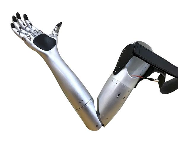 Doi ban than 10X che tao canh tay robot cho nguoi khuyet tat doat giai quoc te-Hinh-2