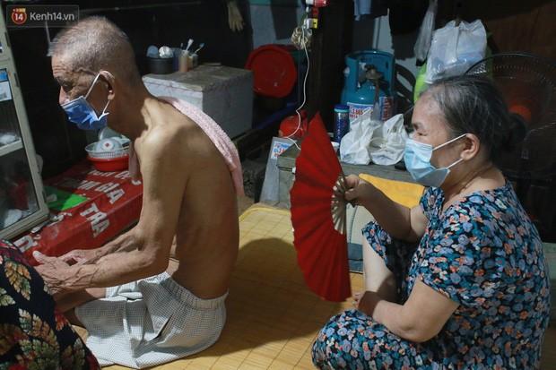 Nong bua vay ca dem o xom chay than Ha Noi: 'Ca can phong cu nhu cai lo nung, moi ngay chi ngu duoc 2-3 tieng'-Hinh-3