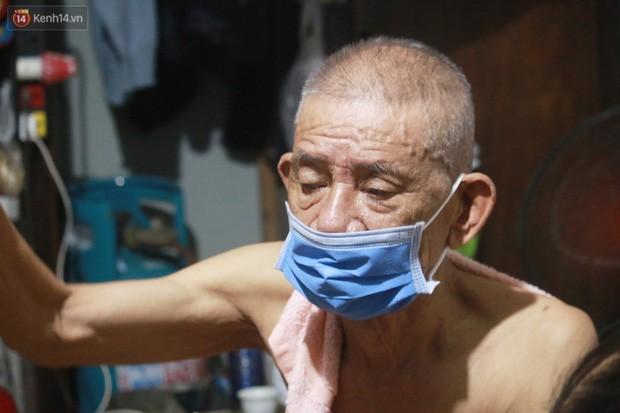 Nong bua vay ca dem o xom chay than Ha Noi: 'Ca can phong cu nhu cai lo nung, moi ngay chi ngu duoc 2-3 tieng'-Hinh-4