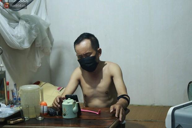 Nong bua vay ca dem o xom chay than Ha Noi: 'Ca can phong cu nhu cai lo nung, moi ngay chi ngu duoc 2-3 tieng'-Hinh-9