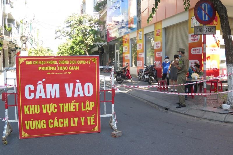 """Nguoi dan 4 phuong """"diem nong"""" tai Da Nang thuc hien nghiem gian cach xa hoi-Hinh-2"""