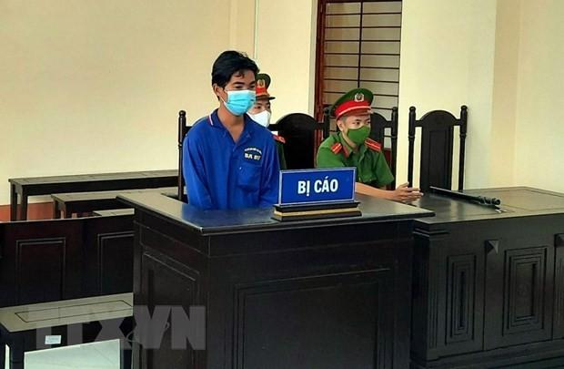 Phat 12 thang tu voi doi tuong danh bi thuong cong an truc chot