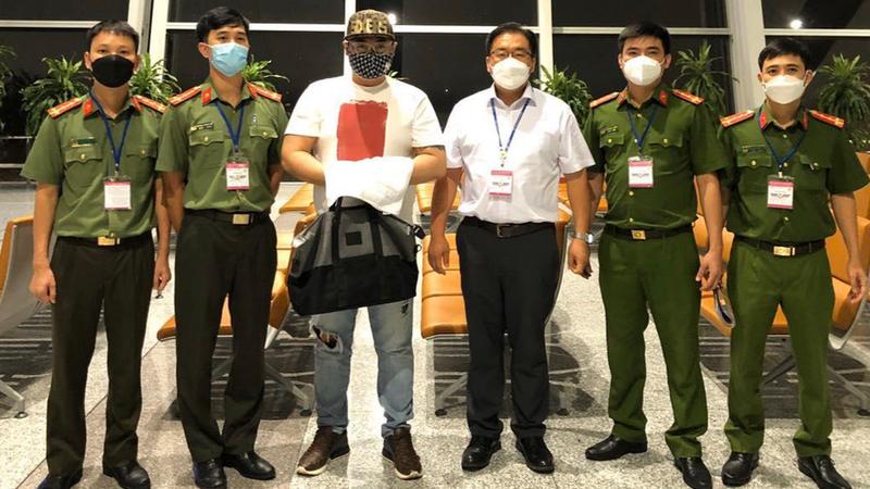 Bat ong trum ca do nguoi Han Quoc bi Interpol truy na
