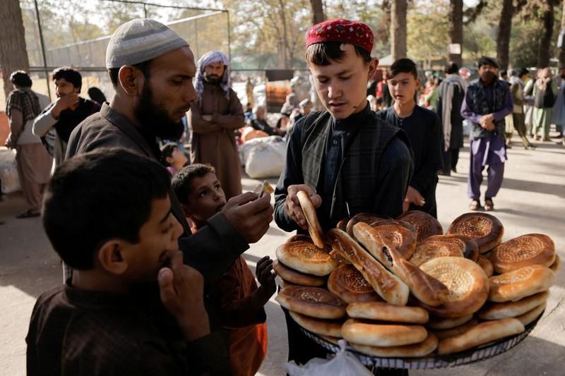 Phuong Tay tim cach khong van tien mat cho nguoi Afghanistan