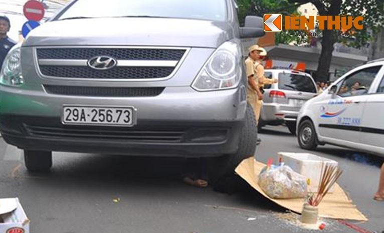 Tai nan giao thong nguoi phu nu chet trong gam xe Huyndai