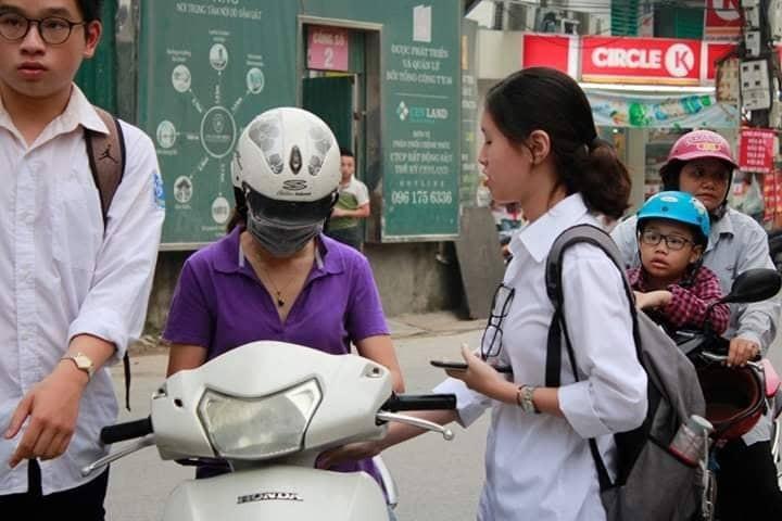 Hon 887.000 thi Ngu Van THPT de thi: Ai da dat ten cho dong song-Hinh-6