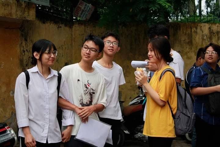 Hon 887.000 thi Ngu Van THPT de thi: Ai da dat ten cho dong song-Hinh-7