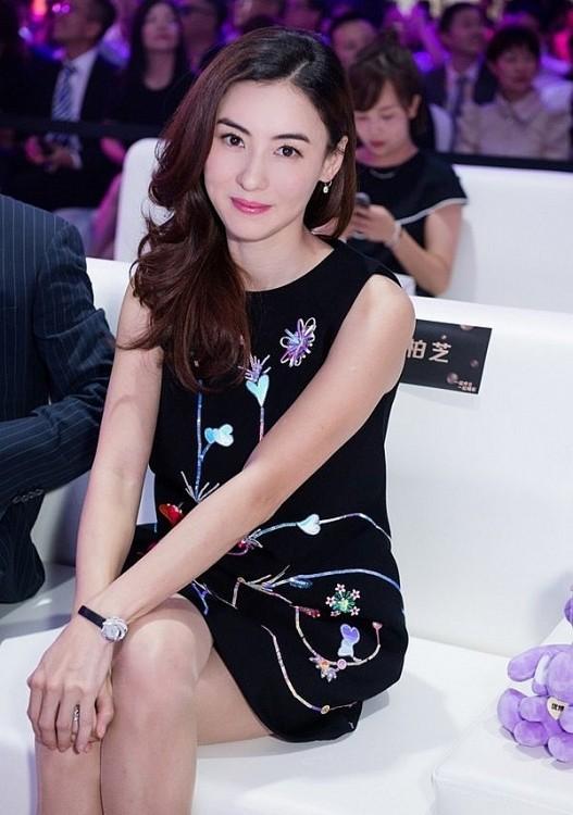 Nhan sac tua than tien cua Truong Ba Chi nam 19 tuoi khien fan 'phat cuong'-Hinh-5
